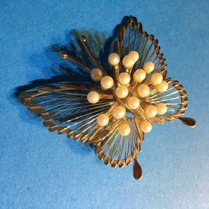 Monet vintage gold tone wire and faux pearl brooch